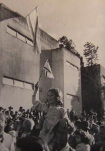 Obr. 1: Vyhlášení nezávislého státu Izrael, 14. května 1948, Tel Aviv (zdroj: http://www.historama.com).
