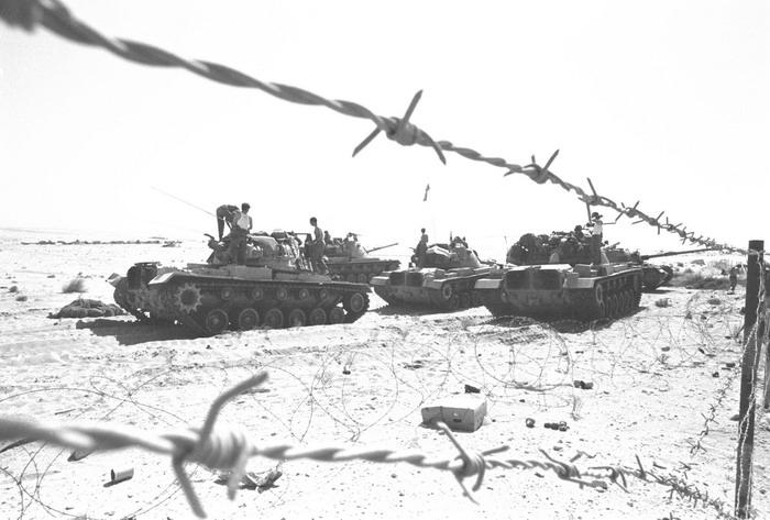 Obr. 2: Válečné boje na Sinajském poloostrově (zdroj: http://www.militaryphotos.net).