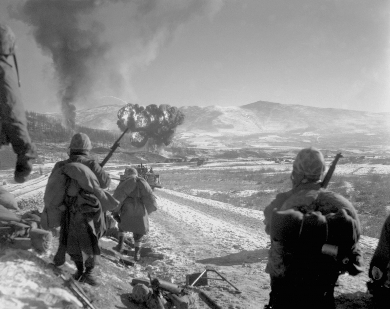 Obr. 2: Američané u hranic KLDR a Číny při ofenzívě v prosinci roku 1950. Zdroj: fotobanka Profimedia.cz