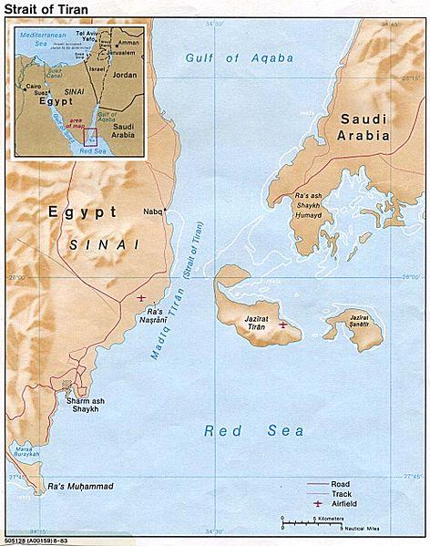 Obr. 1: Tiranská úžina, místo blokády egyptské armády a dalších arabských států (zdroj: http://cs.wikipedia.org).